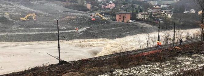 Persiste l'allerta sulla frana di Gaggio. Famiglie evacuate / FOTO